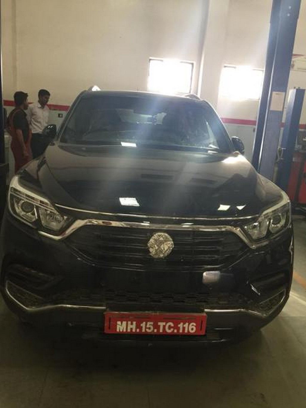 Mahindra Xuv 700 Spotted In Real Life Images Release Dateauto News