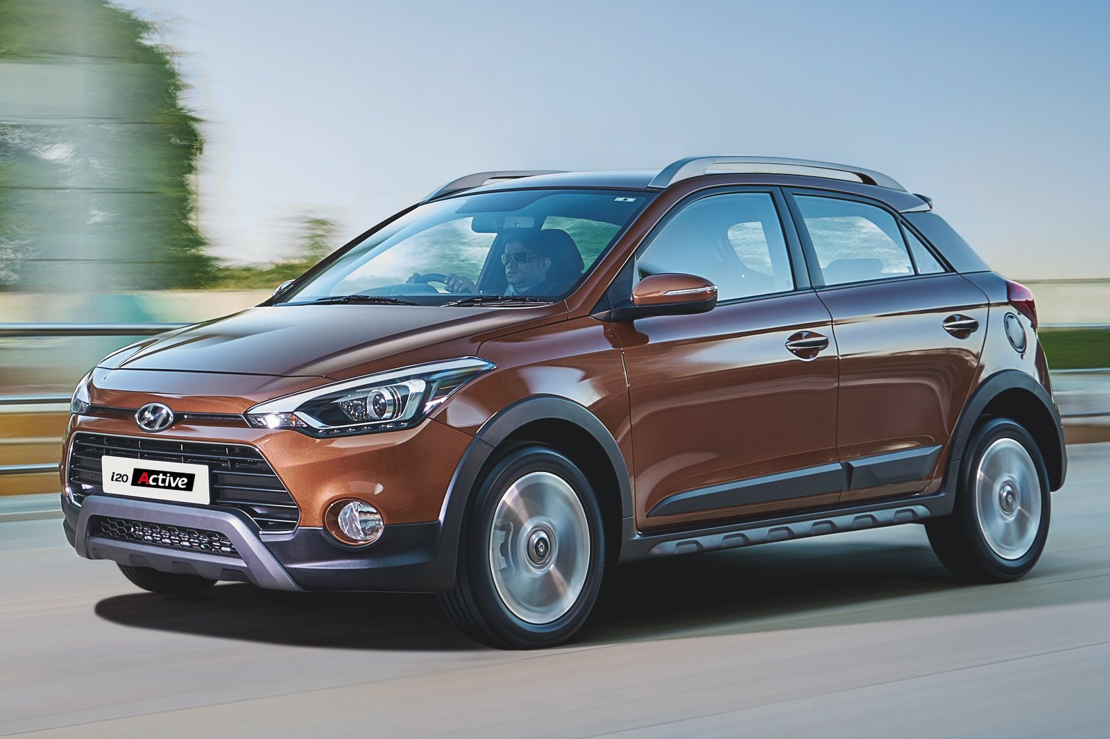 Hyundai i20 Active Specifications, Price, Mileage, Pics, Review