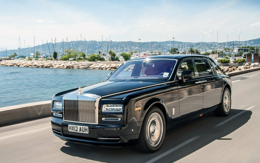 Rolls Royce Phantom Specifications, Price, Mileage, Pics, Review