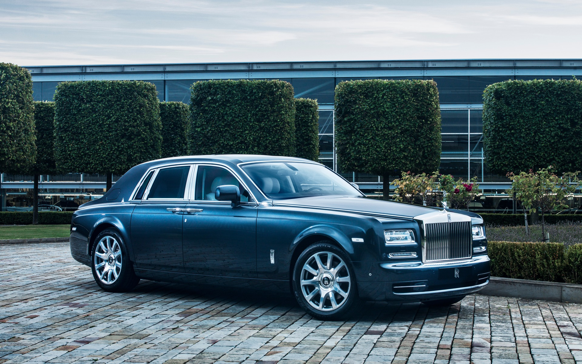 Rolls Royce Phantom Coupe Specifications, Price, Mileage, Pics, Review